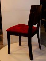 Различни качествени дървени столове