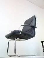 ефектно изпълнение на офис столове с люлеене