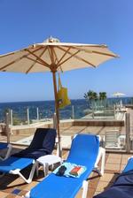Плетен чадър за голям хотел